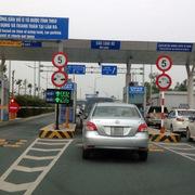 Xe ôtô ra, vào sân bay vẫn phải nộp phí, kể cả dưới 10 phút