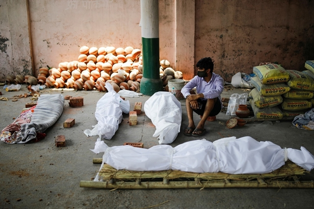 Các nhà nghiên cứu cho rằng biến chủng Delta là nguyên nhân của đợt bùng dịch thứ hai, gây khủng hoảng ở Ấn Độ. Ảnh: Reuters.