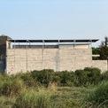 <p> Ngôi nhà mái bằng này vừa được xây dựng tại một khu vực mới phát triển ở rìa phía Nam TP Đà Nẵng. Khu đất xây nhà có kích thước 5 x 20 m.</p>