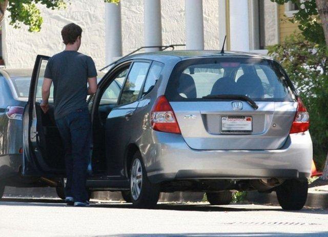 Mark Zuckerberg được bắt gặp khi lái chiếc Honda Jazz