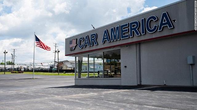 Số lượng xe có ở các đại lý ôtô Mỹ hiện chỉ bằng một phần nhỏ so với mức trước đây. Ảnh: CNN.