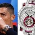"""<p class=""""Normal""""> <strong>Cristiano Ronaldo: Franck Muller Invisible Set Tourbillon</strong></p> <p class=""""Normal""""> Siêu sao bóng đá Cristiano Ronaldo là một trong những vận động viên sành điệu nhất thế giới. Bên cạnh siêu xe, cầu thủ người Bồ Đào Nha sở hữu rất nhiều đồng hồ xa xỉ. Một trong số đó là chiếc Franck Muller Invisible Set Tourbillon giá 1,3 triệu USD. Chiếc đồng hồ này đính 474 viên kim cương baguette cùng 91 viên ruby. Ảnh: <em>Pinterest.</em></p>"""