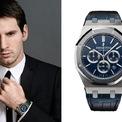 """<p class=""""Normal""""> <strong>Lionel Messi: Audemars Piguet Royal Oak Leo Messi</strong></p> <p class=""""Normal""""> Năm 2013, thương hiệu Audemars Piguet cho ra mắt mẫu đồng hồ vinh danh cầu thủ Lionel Messi. Audemars Piguet Royal Oak Leo Messi có giá khoảng 150.000 USD và từng được ngôi sao Argentina này sử dụng. Ảnh: <em>Pinterest.</em></p>"""
