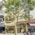 """<p class=""""Normal""""> Đây là quán cà phê thứ hai do Ben Decor, Red5studio thiết kế và đồng hành sau cửa hàng đầu tiên. Ở quán cà phê này tại quận 4, TP HCM, nhóm kiến trúc sư mang câu chuyện """"Ngọn gió và cái tổ chim"""" để tiếp nối câu chuyện trước về """"Mùa thu và chiếc lá rơi"""".</p>"""