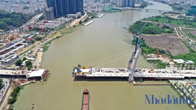 Cầu Thủ Thiêm 2 sẽ hợp long cầu chính vào tháng 9 và dự kiến quý II/2022 sẽ hoàn thành đưa vào sử dụng. Ảnh: Lý Tuấn