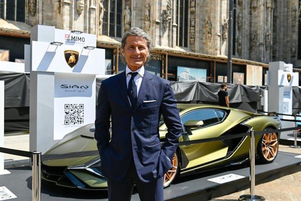 Giới siêu giàu đổ xô mua sắm, Lamborghini sắp bán hết xe