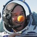 """<p class=""""Normal""""> <strong>Guy Laliberté</strong></p> <p class=""""Normal""""> Thời gian: Tháng 9/2009</p> <p class=""""Normal""""> Địa điểm: Trạm Vũ trụ Quốc tế (ISS)</p> <p class=""""Normal""""> Phương tiện: Tàu Soyuz của Nga</p> <p class=""""Normal""""> Cựu nghệ sĩ biểu diễn đường phố Guy Laliberté đã trở nên giàu có sau khi hợp tác với công ty giải trí xiếc Cirque Du Soleil vào năm 1984 và dốc sức phát triển nó thành một đoàn xiếc toàn cầu.</p> <p class=""""Normal""""> Vị doanh nhân người Canada đã trả 35 triệu USD cho chuyến bay lên Trạm Vũ trụ Quốc tế của công ty du lịch vũ trụ Space Adventures.</p> <p class=""""Normal""""> """"Về cơ bản, có thể hình dung bạn đang trải qua một vụ tai nạn ôtô,"""" Guy Laliberté chia sẻ về lần hạ cánh. """"Ngay sau khi con tàu chạm đất, tôi lập tức muốn quay lại đó và thực hiện chuyến đi một lần nữa"""".</p>"""