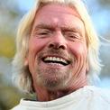 """<p class=""""Normal""""> <strong>Richard Branson</strong></p> <p class=""""Normal""""> Thời gian: Cuối năm 2021 (chưa xác định tháng)</p> <p class=""""Normal""""> Địa điểm: Khoảng 88 km so với mặt biển</p> <p class=""""Normal""""> Phương tiện: Tàu vũ trụ Unity của Virgin Galactic</p> <p class=""""Normal""""> Những khó khăn liên tục mà Virgin Galactic phải đối mặt khiến nhà sáng lập Amazon Jeff Bezos có cơ hội vượt qua Richard Branson để trở thành """"tỷ phú không gian"""" đầu tiên bay vào vũ trụ.</p> <p class=""""Normal""""> Trước đó, tỷ phú Branson dự kiến sẽ trở thành hành khách trên chuyến bay thử nghiệm bằng tên lửa thứ ba của Virgin Galactic, vốn được thực hiện vào tháng 3 năm nay, nhưng đã bị lùi lại tới tận cuối năm. Chuyến bay sẽ đưa hành khách tới độ cao cách 88 km so với mặt nước biển.</p> <p class=""""Normal""""> Sau khi loạt chuyến bay thử nghiệm thành công, dịch vụ du lịch vũ trụ của Virgin Galactic sẽ chính thức đi vào hoạt động. Hơn 600 hành khách, bao gồm cả hai diễn viên Angelina Jolie và Tom Hanks, đã đặt chỗ. Một số người thậm chí đã đợi hơn một thập kỷ kể từ khi mua vé của công ty này.</p>"""
