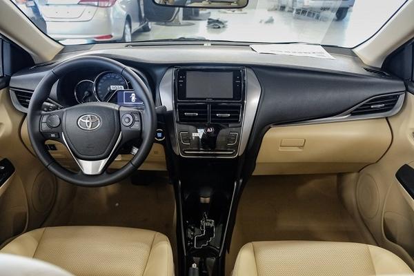 Tầm giá 500 triệu, chọn VinFast Fadil bản đủ hay Toyota Vios bản thấp?