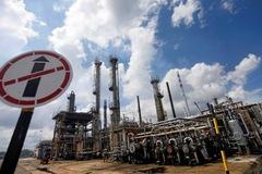 Giá dầu trái chiều sau khi lên đỉnh nhiều năm