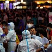Trung Quốc đau đầu với bài toán tái mở cửa giữa Covid-19