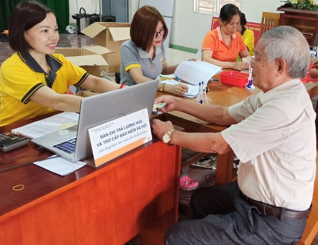 Bưu cục Khu công nghiệp thực hiện chi trả lương hưu, trợ cấp BHXH tại  Văn phòng KP3, Phường Long Bình, TP Biên Hòa.