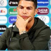 Cristiano Ronaldo khiến giá trị của Coca Cola giảm… 4 tỷ USD