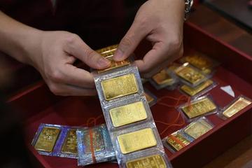 Giá vàng tiếp tục rớt mạnh, trong nước tuột mốc 57 triệu đồng/lượng