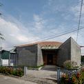 <p> Đây là phòng trưng bày hàng sơn mài thủ công mỹ nghệ tại Bình Dương. Căn nhà cũ từng có những mái ngói cổ kính phủ màu rêu phong hàng chục năm.</p>