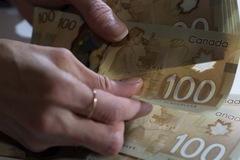Hàng tỷ USD 'chảy' khỏi Canada trong hoạt động giao dịch chứng khoán