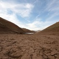 """<p> Một số khu vực ở Hồ<span style=""""color:rgb(0,0,0);"""">Oroville thậm chí còn khô nẻ.</span></p> <p class=""""Normal""""> Thống đốc bang North Dakota, Doug Burgum, cho biết giai đoạn từ tháng 10/2020 đến tháng 4/2021 là khô hạn nhất tại nơi này kể từ khi lưu trữ số liệu cách đây 127 năm.<span>Ảnh: </span><em>Reuters.</em></p>"""