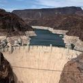 """<p class=""""Normal""""> Mực nước xuống thấp tại hồ chứa tại Đập Hoover, gần thành phố Las Vegas, bang Nevada, ngày 9/6.<span>Ảnh:</span><em>Reuters.</em></p>"""