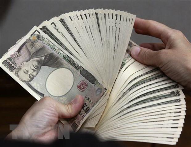 Kiểm đồng 10.000 yen tại một ngân hàng ở Tokyo, Nhật Bản. (Ảnh: AFP/TTXVN)