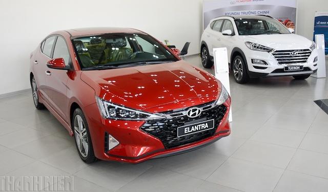 Hàng loạt nhà sản xuất, đại lý phân phối ô tô lần lượt lao vào cuộc đua giảm giá bán xe.
