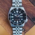 <p> Không phải một mẫu hiếm hoặc quá đặc biệt, nhưng SKX007 là chiếc đồng hồ lặn thành công nhất mà thương hiệu Nhật Bản từng sản xuất. Thiết bị có khả năng chống nước 200 m. Ảnh: <em>Hodinkee</em>.</p>
