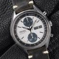 <p> Mang thiết kế đặc trưng của Nhật Bản, Seiko Panda có các chữ số được in kép trên mặt đồng hồ. Bản phối màu sử dụng chủ yếu tông đen và trắng mang đến tạo hình cổ điển, lịch lãm. Thiết kế này dẫn đầu dòng đồng hồ Seiko chronograph vào thập niên 70. Ảnh: <em>Kronometer.hu.</em></p>
