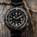 """<p> Nhiều người đã đặt biệt danh cho các mẫu đồng hồ của thương hiệu Nhật Bản. Mẫu 6159-7010 được gọi với cái tên """"The Grandfather Tuna 6159-7010"""". Thiết bị có khả năng chống nước 600 m. Bên cạnh đó, mẫu đồng hồ là một trong những chiếc đầu tiên có vỏ làm bằng titan. Ảnh: <em>Time Design by Christian Taylor.</em></p>"""