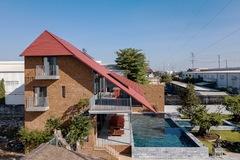 Nhà đá ong, mái ngói đỏ giữa vườn cây cảnh hơn 7.000 m2 ở TP HCM