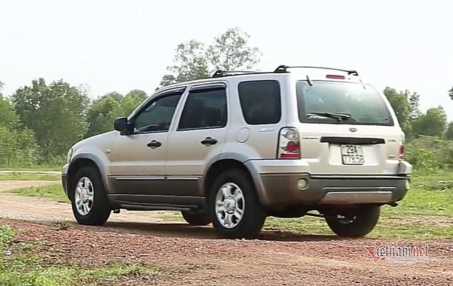 Ford Escape gầm cao, động cơ khỏe, thiết kế năng động phù hợp cho mục đích đi xa