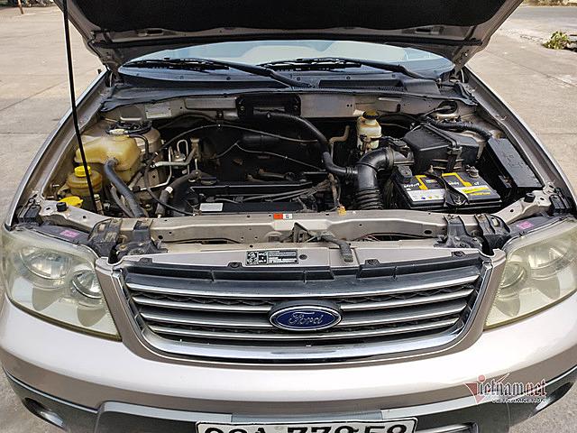 Ford Escape 2.3L XLT đời 2007 trang bị động cơ 4 xi-lanh, 2.3L, phun xăng đa điểm