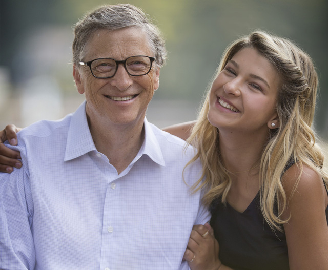 Tỷ phú Bill Gates và con gái. Nguồn: CNBC