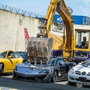 Philippines phá hủy hàng loạt siêu xe đẳng cấp