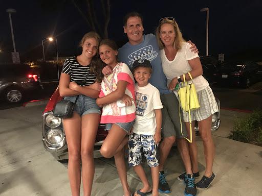 Tỷ phú Mark Cuban và gia đình nhỏ của anh. Nguồn: CNBC