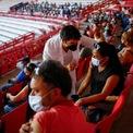 """<p class=""""Normal""""> Chương trình tiêm chủng hàng loạt vaccine Covid-19 do Pfizer/BioNTech sản xuất cho người trên 50 tuổi tại sân bóng chay ở Ciudad Juarez, Mexico, ngày 22/6.</p>"""