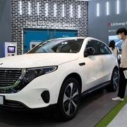 Showroom ôtô ở Trung Quốc trống rỗng vì thiếu xe mẫu
