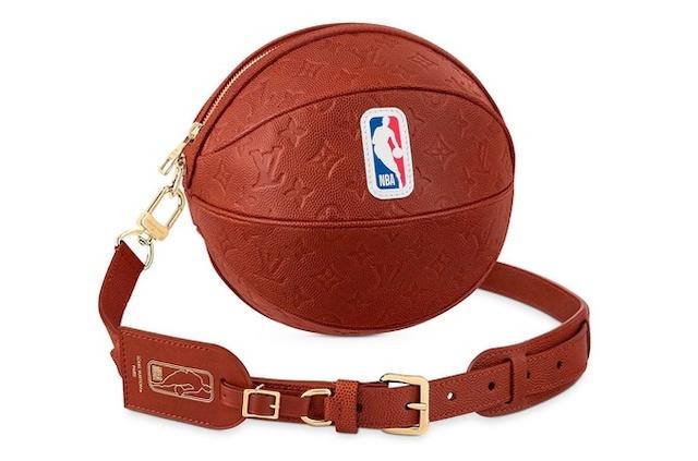 Túi xách bóng rổ trong bộ sưu tập kết hợp cùng NBA.