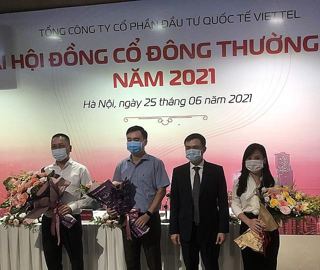 Ông Nguyễn Đức Quang, ông Lê Xuân Hùng, bà Nguyễn Thị Thanh Nga và Chủ tịch HĐQT Tô