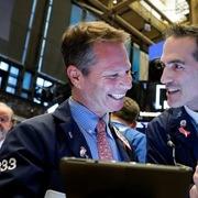 Phố Wall tăng điểm, S&P 500, Nasdaq lập đỉnh lịch sử