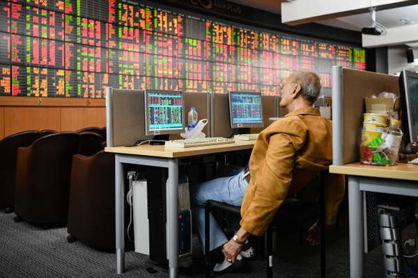 Credit Suisse: Chứng khoán sẽ vượt trội các loại tài sản khác