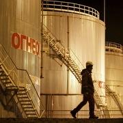 Lực cầu có dấu hiệu phục hồi, giá dầu giữ ở gần đỉnh 3 năm