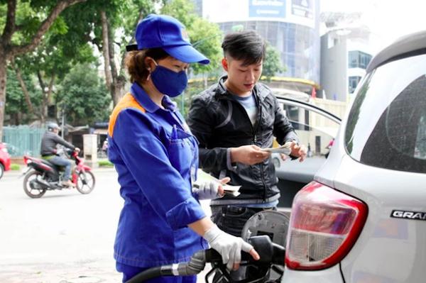 Phó Thủ tướng Lê Văn Thành yêu cầu cân nhắc kỹ việc nới room cho nhà đầu tư ngoại bán lẻ xăng dầu