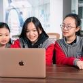 """<p class=""""Normal""""> <strong>EQuest: 100 triệu USD</strong></p> <p class=""""Normal""""> Hồi đầu tháng 6, KKR, một trong những công ty đầu tư lớn nhất thế giới, công bố đầu tư vào Tập đoàn Giáo dục Việt Nam EQuest. Con số cụ thể không được tiết lộ nhưng theo một số nguồn tin, giá trị thương vụ này lên đến 100 triệu USD.<span>Sau Vinhomes và Masan MEATLife, EQuest là doanh nghiệp Việt Nam thứ 3 mà KKR đầu tư.</span></p> <p class=""""Normal""""> EQuest hình thành qua chuỗi sáp nhập giữa EQuest Academy (thành lập năm 2003) và các công ty giáo dục khác trong nước từ năm 2013 đến nay. Hiện có hơn 110.000 học sinh, sinh viên theo học mỗi năm tại 18 đơn vị thành viên của EQuest, bao gồm hệ thống trường phổ thông song ngữ từ lớp 1 tới lớp 12, hệ thống trường đại học và cao đẳng dạy nghề, trung tâm đào tạo tiếng Anh và các giải pháp công nghệ giáo dục.<span>(Ảnh: <em>Equest</em>)</span></p>"""