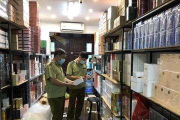 Hà Nội: Thu giữ hàng nghìn lọ nước hoa dán nhãn Gucci, Chanel, Dior