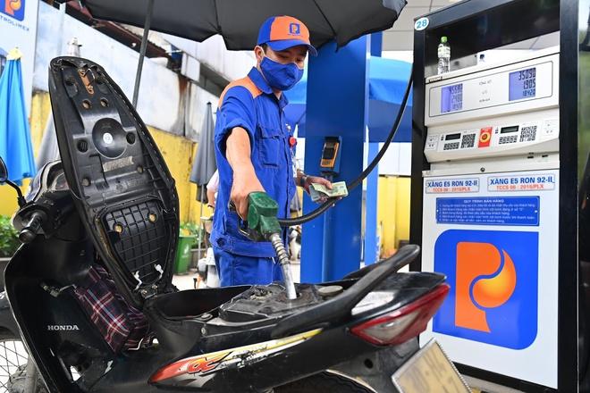 Giá xăng tăng lên mức cao nhất trong 1,5 năm