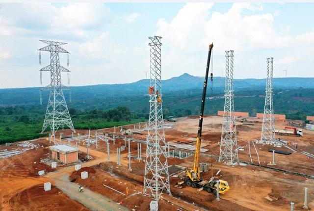 Thi công trạm biến áp 500 kV - 450 MVA.