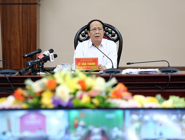 Phó Thủ tướng Lê Văn Thành chủ trì Hội nghị trực tuyến với 13 địa phương mà tuyến cao tốc đi qua để tháo gỡ các vướng mắc, khó khăn nhằm thúc đẩy tiến độ dự án. Ảnh VGP/Đức Tuân  Ảnh: VGP/Đức Tuân.