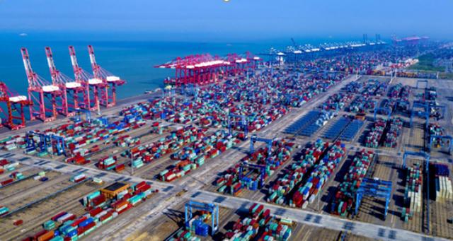 Liên tiếp các cú sốc phủ bóng lên ngành vận tải biển