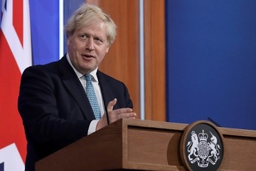 Thủ tướng Anh kêu gọi học sống chung với Covid-19