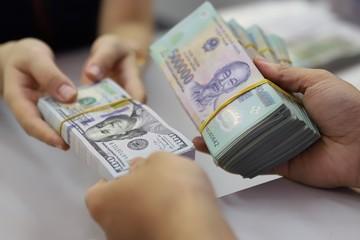 VND lên giá so với USD, ngược các đồng trong khu vực