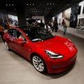 """<p class=""""Normal""""> <strong>10. Tesla Model 3</strong><br /><br /><span>Giá mua xe mới trung bình: 44.409 USD</span><br /><br /><span>Giá mua xe cũ trung bình: 45.677 USD</span><br /><br /><span>Chênh lệch giá: 2,9%, tương đương 1.268 USD<br /><br /> (</span><span style=""""color:rgb(34,34,34);"""">Ảnh:</span><em><span style=""""color:rgb(34,34,34);"""">Tesla Model 3/AP</span></em><span>)</span></p>"""